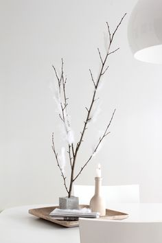 nice neutral branch and candle display Minimalist Scandinavian, Scandinavian Design, Scandinavian Interiors, Interior Styling, Interior Design, Minimal Living, Modern Living, Christmas Makes, Xmas
