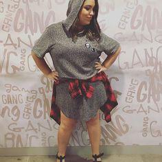 """AMEI meu look da coleção nova da @gangoficial! ❤️😍 O """"vestido"""" é uma camiseta longa masculina! Ficou demais né? Passa lá no snap da Gang para ver muito mais: gang_oficial 👻 E passa aqui no Stories que também tem muita Gang!! #gang #alojaquemeentende #opengang #fashion #moda #genderless #lookdodia #ootd #outfitoftheday #fashionblogger #blogueirademoda #blogueira #blogger #blog #snapchat #swag #streetstyle #style #estilo #rsbloggers #lifeasdaphne"""
