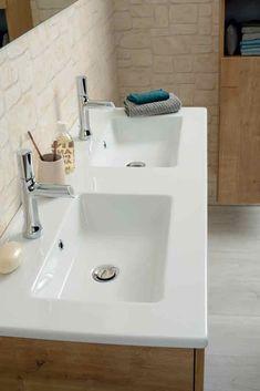 Un meuble vasque en décor chêne Arlington double-vasque.  #sanijura #salledebain #bathroom #bathroomfurniture #bathroomgoals #design #deco #decoration #interiorinspiration #interiordesign #decor #home #bienvenuechezmoi #decoaddict #madecoamoi #interior4all #doublevasque #doublebasin #wood #bois Deco Addict, Sink, Decoration, Design, Home Decor, Master Bathroom Vanity, Woodwind Instrument, Sink Tops, Decor