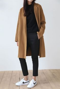 Perfect autumn look - - mode outfits - Women Fashion Mode Outfits, Fall Outfits, Fashion Outfits, Fashion Ideas, Fashion Clothes, Sneakers Fashion, Jackets Fashion, Korean Winter Outfits, Sneakers Nike