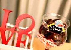 Uno de los mejores placeres de la vida… ¿El chocolate? ¿Bailar? Bueno, nos referíamos a reunirte con la gente que más quieres, pero cualquier opción que te divierta nos vale. Chocolate, Wedding, Valentines Day Weddings, Chocolates, Weddings, Brown, Marriage, Chartreuse Wedding