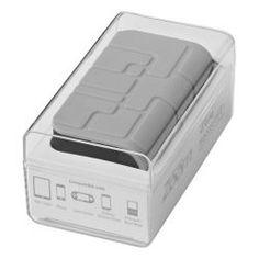 De PB-5600 X-treme is een robuuste 5600mAh capaciteit power bank Naast slagvastheid, voldoet hij aan de internationale norm van IP65 die garanties biedt voor water en stof resistentie. Incl. dubbele USB-uitgang om twee apparaten op te laden, ingebouwde zaklamp voor outdoor-activiteiten 's nachts en karabijnhaak voor het hechten aan uw tas. Compatibel met de meeste smartphones, tablets en andere USB-gevoede apparaten. Verpakt in Zoom geschenkverpakking. Siliconen en ABS kunststof.