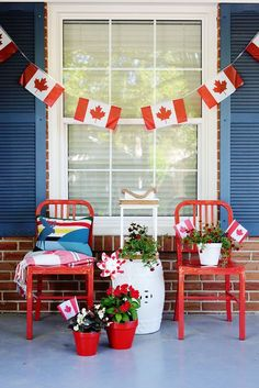 Top Home Design 68 Beautiful And Inspiring Porch Decoration Models 64 Canada Day Party, Canada Day 150, Happy Canada Day, Canada Day Crafts, White Porch, Canada Holiday, Summer Porch, Porch Decorating, Holiday Decorating