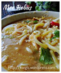 Noodles In Sweet Potatoes Gravy–Mee Rebus (马来卤面) Chinese Soup Recipes, Authentic Chinese Recipes, Asian Recipes, Healthy Recipes, Oriental Recipes, Asian Desserts, Healthy Snacks, Cooking Recipes, Malaysian Cuisine