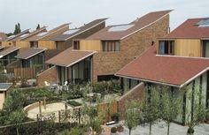 De dakpannen Leipan 301 amarant, rustiek en toscane zorgen hier voor een authentieke sfeer. De dakbedekking is onderhoudsvriendelijk.