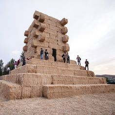 A tower of straw bales