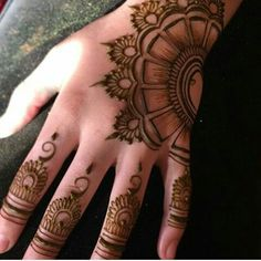 Latest new easy and simple Arabic Mehndi Designs for full hands for beginners, for legs and bridals. Stunning Arabic Mehndi Designs Images for inspiration. Finger Henna Designs, Simple Arabic Mehndi Designs, Henna Art Designs, Mehndi Designs For Beginners, Modern Mehndi Designs, Mehndi Designs For Fingers, Wedding Mehndi Designs, Mehndi Design Pictures, Beautiful Henna Designs
