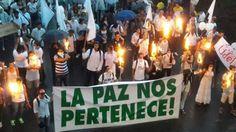 """""""LA PAZ NOS PERTENECE"""" RATIFICAN COLOMBIANOS EN MASIVA MARCHA   """"La Paz nos pertenece"""" ratifican colombianos en masiva marcha Ataviadas en su mayoría con ropas de color blanco miles de personas marcharon este viernes en la ciudad de Medellín para decir que """"no volverán a la guerra"""" y """"unificar fuerzas"""" en favor de la paz de Colombia tras el rechazo del acuerdo de paz firmado por el Gobierno y las Fuerzasr Armadas Revolucionarias de Colombia - Ejército del Pueblo (FARC-EP) en el plebiscito…"""