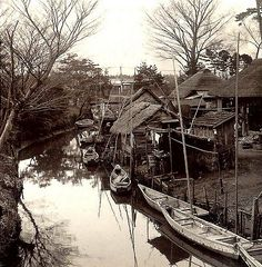 Ca. 1898 A richly printed photo by T. ENAMI from a half-stereoview. For more about the Meiji-era life and times of Enami see www.t-enami.org/