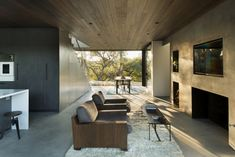 Oak Pass Guest House by Walker Workshop Walker Workshop have designed a two bedroom guest house in Beverly Hills, California Best Interior, Modern Interior Design, Interior And Exterior, Interior Ideas, Mini Clubman, Beverly Hills, Live Oak Trees, Architect House, House And Home Magazine