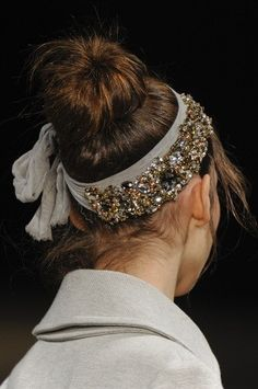 walkingthruafog:  Bling hair