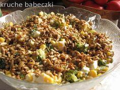 Sałatka z brokułem, fetą, kukurydzą i prażonym słonecznikiem   kruche babeczki Cooking Recipes, Healthy Recipes, Feta, Superfoods, Fried Rice, Vegan Vegetarian, Risotto, Grilling, Lunch Box