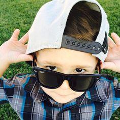 Óculos Ray Ban para as crianças está super na moda e adivinha qual é o mais escolhido pelos meninos? Sim, Wayfarer! B) #oculos #rayban #eyewear #sunglasses #moda #style #wayfarer #infantil #oculosescuro #sun #summer #solar #kids