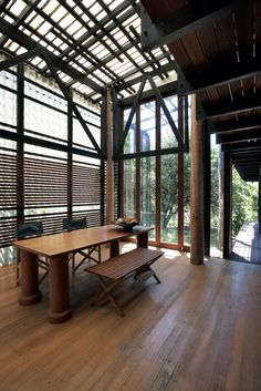 The distinctive belvedere of the Mooloomba House, designed by Andresen O'Gorman Architects in 1995 on the idyllic North Stradbroke Island, has a nest-like affect, providing a peaceful area to enjoy the ocean and night sky view.