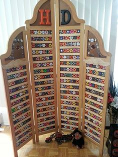 Harley poker chip display, diy, made from room divider screen. this is what bring back when travelling Casino Party Decorations, Casino Theme Parties, Party Centerpieces, Casino Royale, Las Vegas, Room Divider Screen, Frame Display, Display Case, Poker Chips