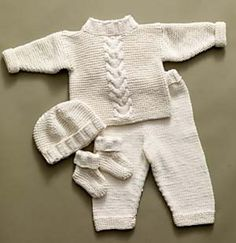 Baby Knitting Patterns Top Free knitting pattern for Cabled Baby Set with top, pants, hat, and booties Knit Baby Pants, Knitted Baby Clothes, Baby Leggings, Baby Knits, Crochet Baby Sweater Pattern, Baby Sweater Patterns, Baby Patterns, Baby Boy Knitting Patterns Free, Crochet Cardigan