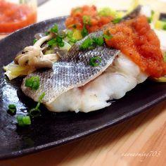 《生鱈のコチュジャンタレかけ。 》と白菜やきのこをフライパンに引き、生鱈をのせて酒蒸し。 タレは、コチュジャン、りんごすりおろし、ニンニク、生姜、はちみつでこくまろピリ辛味。