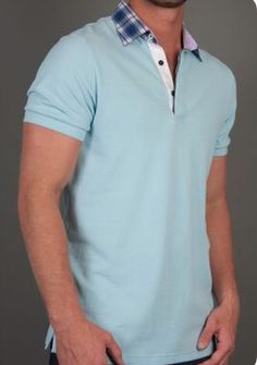 Camisa polo azul pastel