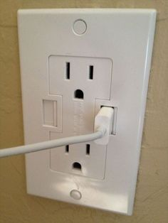 26 Clever Inventions - Wall outlets with built-in USB plugs Clever Inventions, Cool Inventions, Clever Gadgets, Objet Wtf, Innovation, Home 21, Start Ups, Diy Apartment Decor, Home Technology