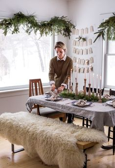 Simple and easy ways to decorate your table for Christmas and the holiday season. Building the perfect holiday table doesn't have to be complicated. Read more on The Fresh Exchange by clicking through. Christmas Diy, Christmas Decorations, Table Decorations, Diy Home Decor, Ideas, Furniture, Christmas Lawn Decorations, Christmas Makes, Christmas Decor