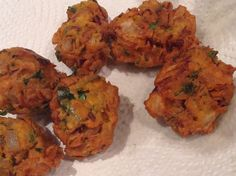 Instant onion bonda is my favourite tea time snack. Quick and delicious after-school snack, can be served with tomato ketchup. Indian Food Recipes, Ethnic Recipes, Tea Time Snacks, After School Snacks, Tandoori Chicken, Onion, Spicy, Onions, Indian Recipes
