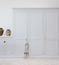 Door details 🌟 Adding this to file for kitchen pantry door and bedroom wardrobe doors ✔️ Love the classic simplicity. This beauty is from Kitchen Pantry Doors, Kitchen Cupboards, Basement Kitchen, Kitchen Counters, Kitchen Reno, Kitchen Remodel, Bedroom Wardrobe, Wardrobe Doors, Shaker Kitchen