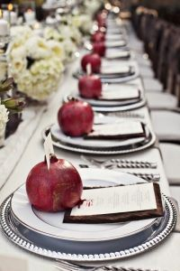 Holiday Wedding Ideas for Fall and Thanksgiving Pomegranate Wedding, Wedding Decorations, Table Decorations, Decoration Party, Beautiful Table Settings, Marsala, Rosh Hashanah, Le Diner, Table Arrangements