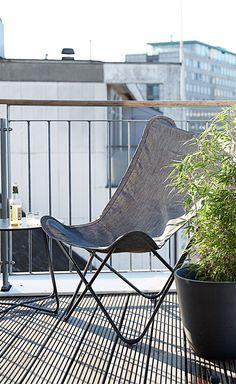 Skab en hyggekrog i hjørnet af din altan, hvor du kan sidde og nyde ...