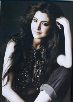 Long Hair--Anushka Sharma. Ahhh she's so pretty! the indian kardashian for sure!