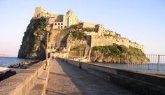 Fatti incantare dal castello aragonese ad #Ischia e condividilo con il 4G di Vodafone http://voda.it/4g-estate #itinari4g #EstateSmart