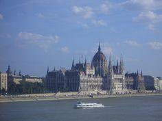 Budapest.- Parlamento desde Danubio