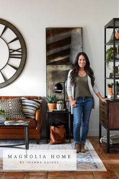 You know her: the queen of home makeovers who can take a house that seems beyond all hope, and transform it into a beautiful space that anyone would be proud to call home. Joanna Gaines Design, Joanna Gaines Decor, Magnolia Home Rugs, Magnolia Homes, Farmhouse Chic, Beautiful Space, Fixer Upper, Entryway, Inspiration