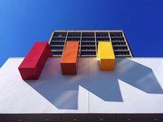 "from @eyegillian  Saint John city hall - with sculpture ""Progression (1972)"" by Claude Roussell. #saintjohn #uptownsj #livelifeuptown #renaissancecity #city #explorenb #explorecanada #nb #sculpture #publicart"