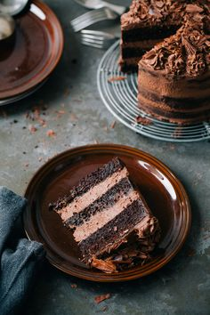 Easy naked dark chocolate cake with cream cheese. Extremely delicious, creamy and rich in flavor, yum! Photogenic for birthday parties too.