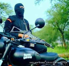 National Security Guard Commando (Black Cat) 🤘🤘 Visit Our Website ⤵⤵⤵ www.indiandefencetimes.com Please Visit @indiandefencetimes and… National Security Guard, Website, Cats, Black, Gatos, Black People, Cat, Kitty, Kitty Cats