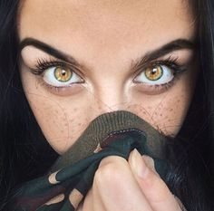 I know it's photoshoped but it's still gorgeous Pretty Eyes, Cool Eyes, Amber Eyes Color, Aesthetic Eyes, Foto Top, Golden Eyes, Look Into My Eyes, Eye Photography, Stunning Eyes
