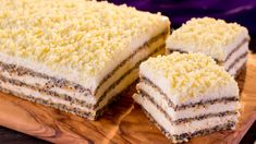 Layers of fluffy cakes and lots of white chocolate. Chocolate Blanco, White Chocolate, Air Fryer Recipes, Sweets Recipes, Biscotti, Vanilla Cake, Deserts, Food And Drink, Yummy Food