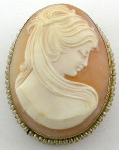 Cameo Jewelry, Antique Jewelry, Vintage Jewelry, Fine Jewelry, Jewelry Design, Vintage Tea, Vintage Beauty, Cameo Pendant, Silver Brooch