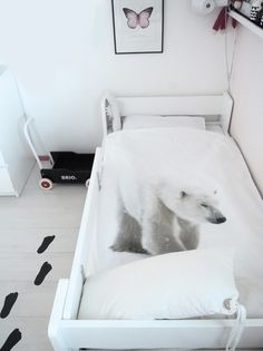 Its freezing in Finland at the moment.... So the polar bear fits perfectly to the atmosphere ;)