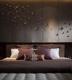 10 Remarkable Home Decor Ideas By Nikki B Interiors | Interior Design Inspiration. Bedroom Design. #homedecor #interiordesign #bedroomdesign Find more inspiration: https://www.brabbu.com/en/inspiration-and-ideas/interior-design/remarkable-home-decor-ideas-nikki-interiors