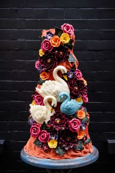 A beautiful wedding cake by choccywoccydoodah! Shared by Career Path Design Extravagant Wedding Cakes, Luxury Wedding Cake, Beautiful Wedding Cakes, Beautiful Cakes, Amazing Cakes, Beautiful Swan, Fun Cupcakes, Cupcake Cakes, Zombie Wedding Cakes