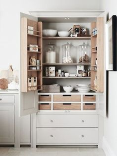 Kitchen larder, kitchen cupboard organization и kitchen cupboard designs. Kitchen Cupboard Organization, Diy Kitchen Storage, Home Decor Kitchen, Kitchen Interior, New Kitchen, Smart Storage, Storage Ideas, Kitchen Larder Cupboard, Kitchen Ideas