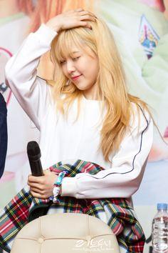 fyeah! red velvet #wendy Red Velvet Ice Cream, Wendy Red Velvet, Kpop Girl Groups, Korean Girl Groups, Kpop Girls, Park Sooyoung, Seulgi, Blonde Asian, Kim Yerim