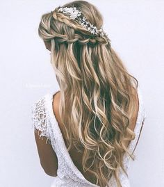 Waterfall braids are so elegant!! Double tap if youd rock this look for your wedding day!!