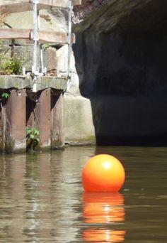 Boje auf dem Fluss, Leipzig - Foto: S. Hopp