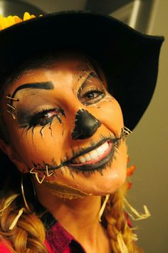 Pretty Scary Halloween Pumpkin Makeup Ideas - chic better Are you looking for a DIY Halloween costume? Check out these DIY Halloween Makeup Looks. Halloween Pumpkin Makeup, Scary Halloween Pumpkins, Halloween Looks, Halloween Art, Happy Halloween, Halloween Costumes Scarecrow, Scarecrow Makeup, Scarecrow Face Paint, Scarecrow Ideas