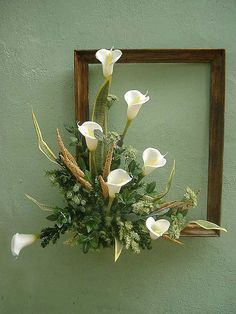 White Calla Lilies in frame. Picture Frame Wreath, Picture Frame Crafts, Picture Frames, Deco Floral, Arte Floral, Flower Crafts, Flower Art, Flower Ideas, Silk Flower Arrangements