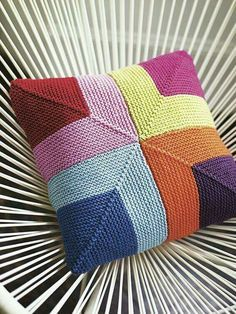 The knitting pattern for this wonderfully colourful cushion cover is worked using garter-stitch squares. A home accessory that promises to brighten up any ro. Knitting Projects, Crochet Projects, Knitting Patterns, Crochet Patterns, Free Knitting, Knitting Machine, Knitting Ideas, Knitting Needles, Knitted Cushion Covers