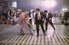Michael Jackson in the set of Smooth Criminal Short film. (Launch for the Bad Album Michael Jackson Smooth Criminal, Michael Jackson Bad Era, Jackson 5, Mj Kids, King Of Music, The Jacksons, John Legend, Lady And Gentlemen, Film Movie