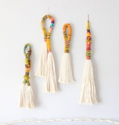 Best 12 Tassels and rope wall hanging – SkillOfKing. Diy Arts And Crafts, Diy Craft Projects, Diy Crafts To Sell, Rope Art, Weaving Textiles, Beaded Garland, Craft Sale, String Art, Yarn Crafts